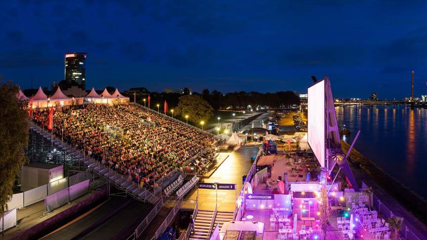 alltours ist auch im nächsten Jahr Hauptsponsor und Namensgeber des Open Air Kinos am Rhein. (Foto: Alexander Sucrow)