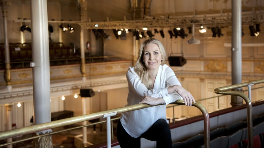 Blåsarsymfonikernas chefsdirigent Cathrine Winnes. Fotograf: Kristina Sahlén