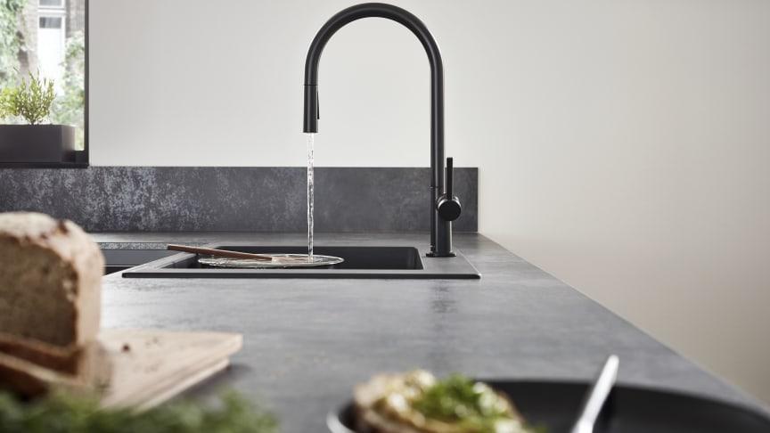 hansgrohe Talis M54 køkkenarmatur 210 med udtræksbruser i mat sort overflade