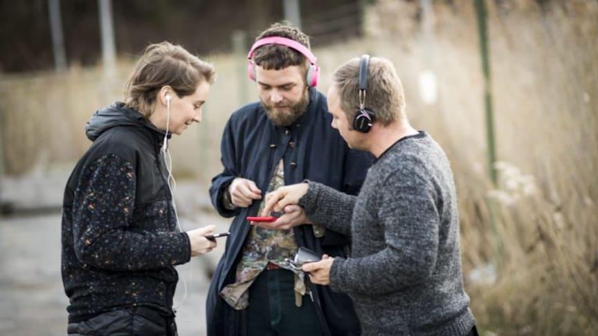 """Bakom """"Kartan över oss"""" står Lisa Färnström, Joakim Rindå och Hampus Norén. Foto: Urban Jörén"""