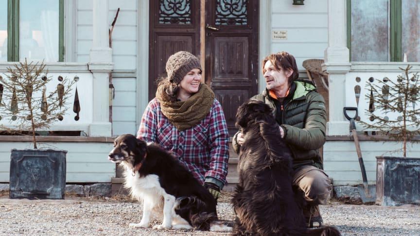 """Eija och Mika Kortesaari från Norrfridnaturbruk har skapat sina drömliv som Landsbyggare i Höga Kusten – något de delat med sig av i Leader Höga Kustens satsning """"Vi Landsbyggare""""."""
