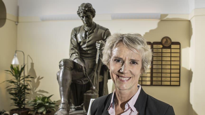 """""""Vårddata är viktigt både för att möjliggöra stegvis introduktion av nya läkemedel och som underlag för prissättning och subvention, men även för att kunna följa upp äldre läkemedel"""", säger Karin Meyer, Apotekarsocieteten. Foto: Bosse Johansson"""