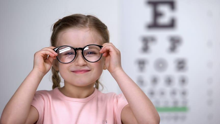 Synoptik tipsar: Så väljer du rätt glasögon till ditt barn