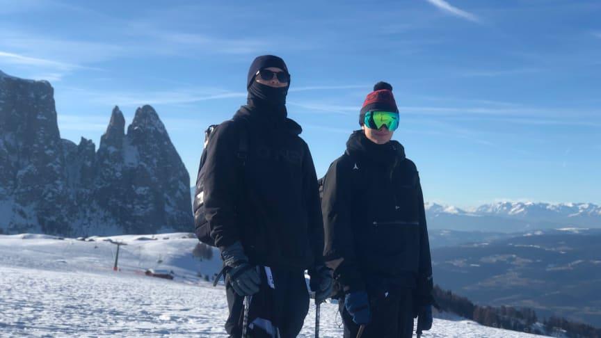 Oscar Wester och Oliwer Magnusson är peppade inför morgondagens slopestlekval i Italienska Sesier Alm. Bild: Niklas Eriksson