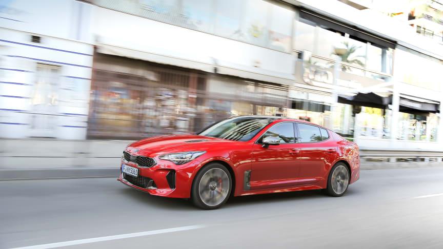 Den nye KIA Stinger fastback sportssedan og den kompakte crossover KIA Stonic opnår begge de maksimale 5 stjerner for kollisionssikkerhed i Euro NCAP-testen