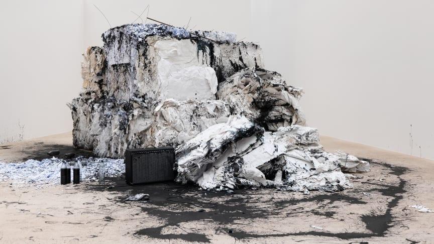 Anastasia Ax, The world as of yesterday, 2015, papper och bläck. Neues Museum, Nurnberg. Faber Castell International Drawing Award 2015. Foto Anette Kradisch.