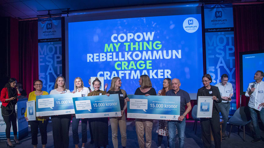 På bild: De vinnande teamen vid prisutdelningen Foto: Patrick Trägårdh