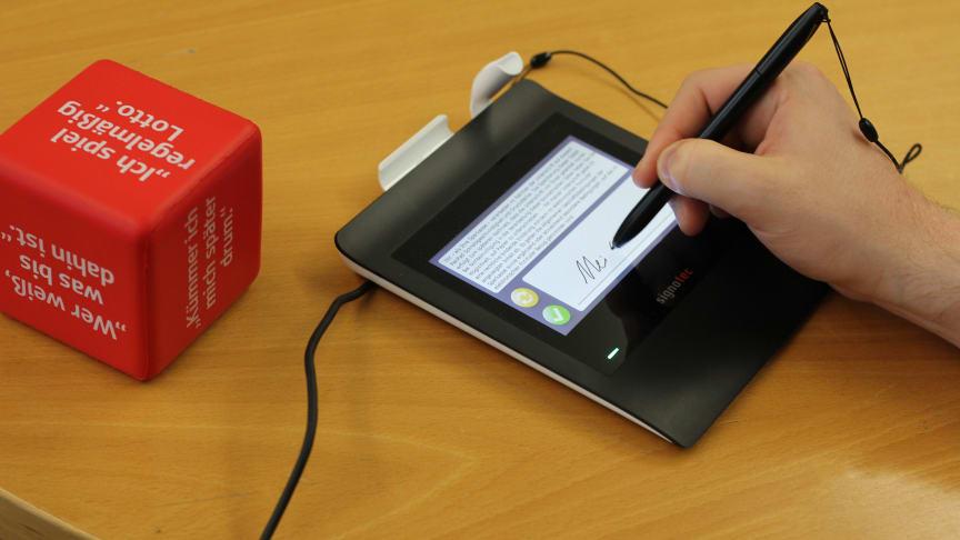 Die Sparkassenkunden können ihre Dokumente nun digital unterschreiben und somit wertvolle Umweltressourcen sparen.