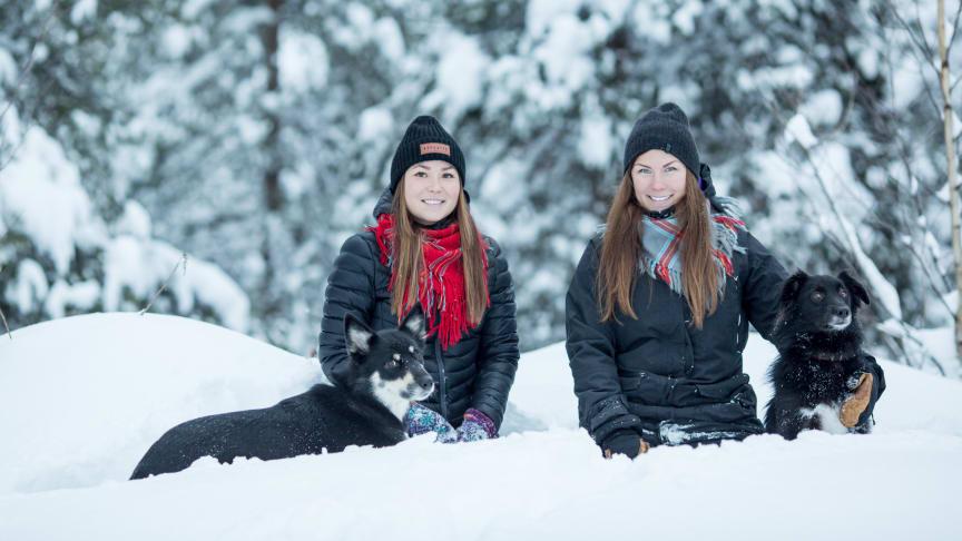 Leila Nutti och Anna Kuhmunen. Foto: Maria Klang.
