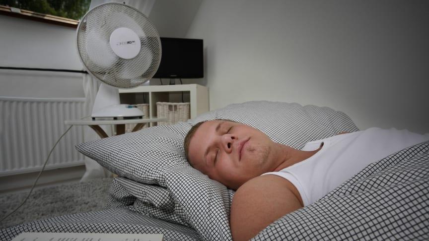 Es gibt einige einfach zu realisierende Gegenmaßnahmen, um auch wenn es heiß wird, in den Schlaf zu finden. Foto: SIGNAL IDUNA