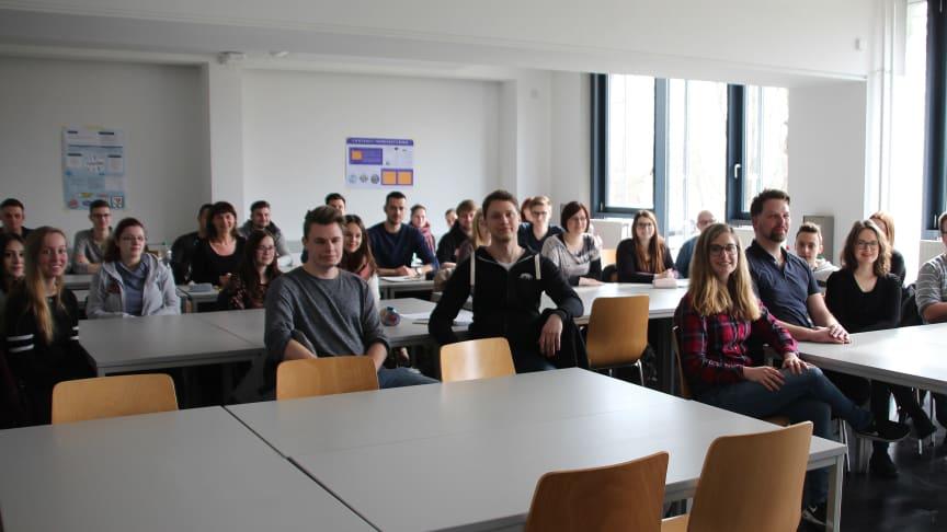 Teilnehmerinnen und Teilnehmer gemeinsam mit dem Team des Netzwerks Studienorientierung Brandenburg. © TH Wildau / Bernd Schlütter