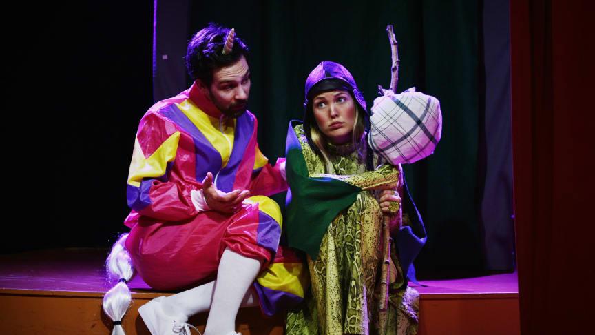 Varför gråter draken? Föreställningen spelas bl.a. av Jon Wetterholm och Amandra Andréas. Foto: David Andréas.