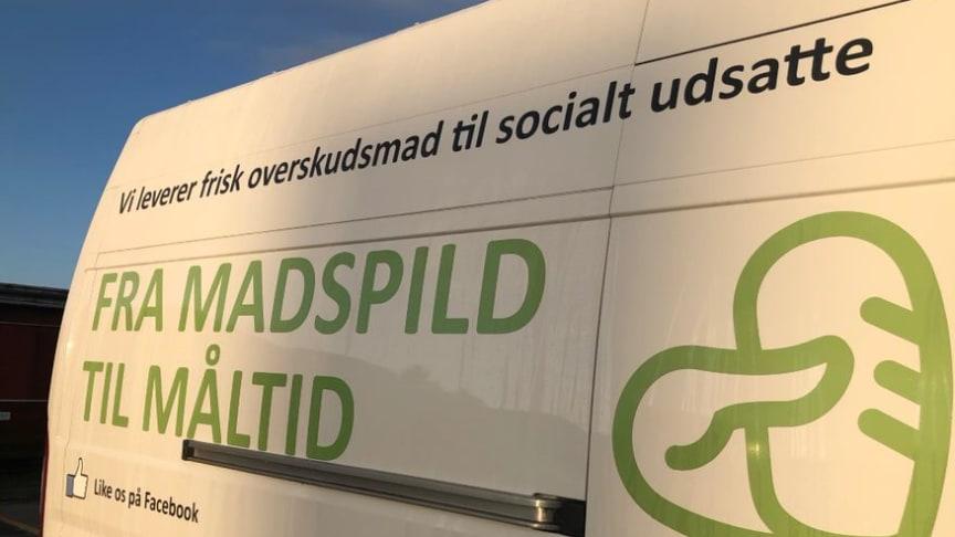 Danish Crown fylder FødevareBankens biler op med 100.000 måltider til socialt udsatte.
