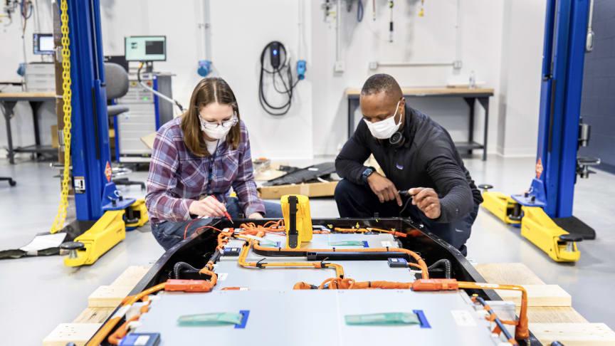 Ford bygger globalt batterikompetansesenter for bedre og rimeligere elbiler