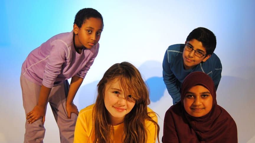 Nûjen och Fridolin lär barn att trollbinda en publik