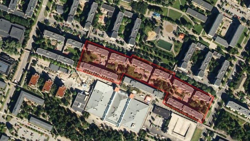 Totalt tio botadshus fördelade på tre gårdar berörs av renoveringen. Från vänster sett Skänninge 2, 5 och 4.