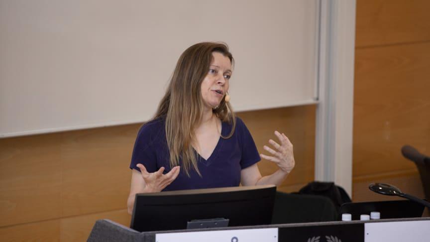 """Allison Randal från University of Cambridge höll föreläsningen """"Beyond Open Source""""."""