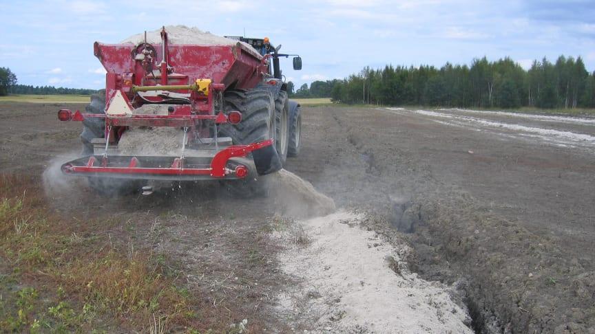 Anläggning av kalkfilterdike är en effektiv åtgärd mot fosforförluster. Bild: Anuschka Heeb