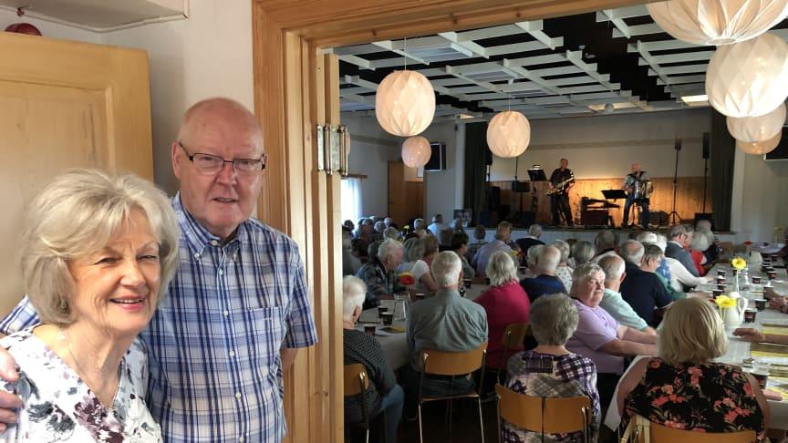 Ulla-Britt och Steinar Dahl från föreningen Livskällan.