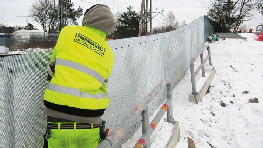 Ta hand om staket och häckar inför snöröjningen för att slippa skador