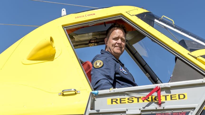 Johan Sjöstrand, en av de piloter som deltog i insatsen i måndags när de mindre skopande flygplanen aktiverades för första gången. Foto: Saab