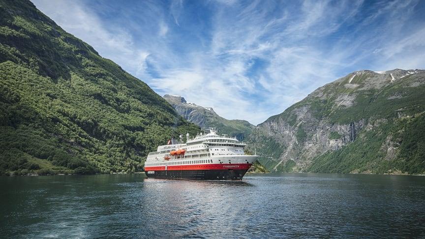 Hurtigruteskipet MS Finnmarken skal byggast om til eit hybriddrive ekspedisjonsskip, og Green Yard Kleven har fått oppdraget med den omfattande tekniske oppgraderinga. Foto: Agurtxane Concellon /Hurtigruten