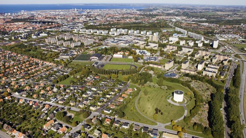 Vy över området Botildenborg med vattentornet, på östra Rosengårdsfältet i Malmö. Foto: Bojana Lukac, Malmö stad