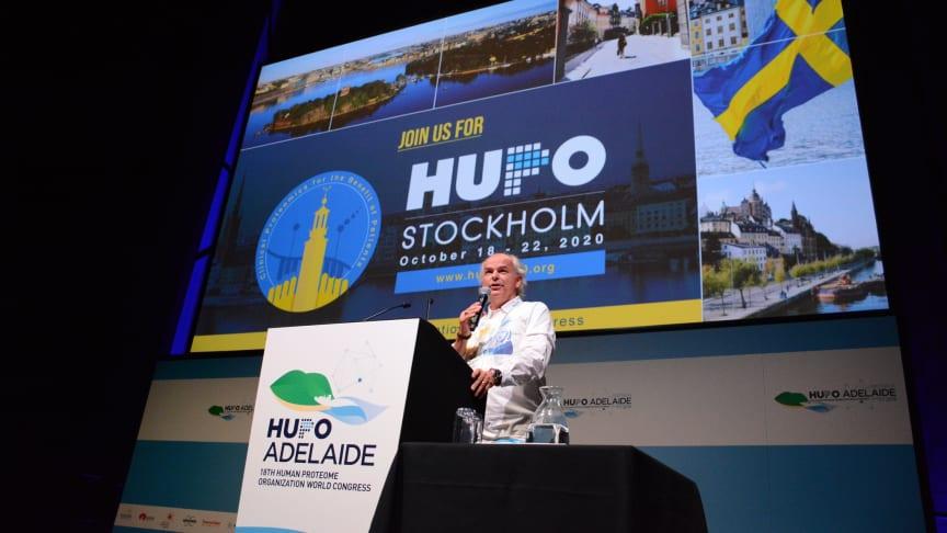 Coronapandemin gör att HUPO 2020 blir HUPO 2021 i Stockholm. Apotekarsocieteten är lokal värd och i ledningen står professor György Marko-Varga, här vid offentliggörandet i Adelaide.