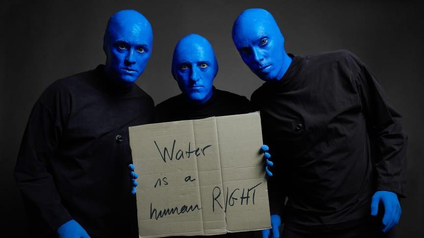Die Blue Man Group Berlin untertsützt die Kampagne von Viva con Agua