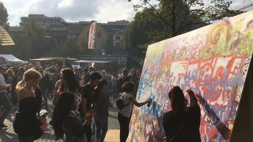 I samarbete med Graffiti Sthlm kunde festivalbesökarna prova på att måla graffiti.