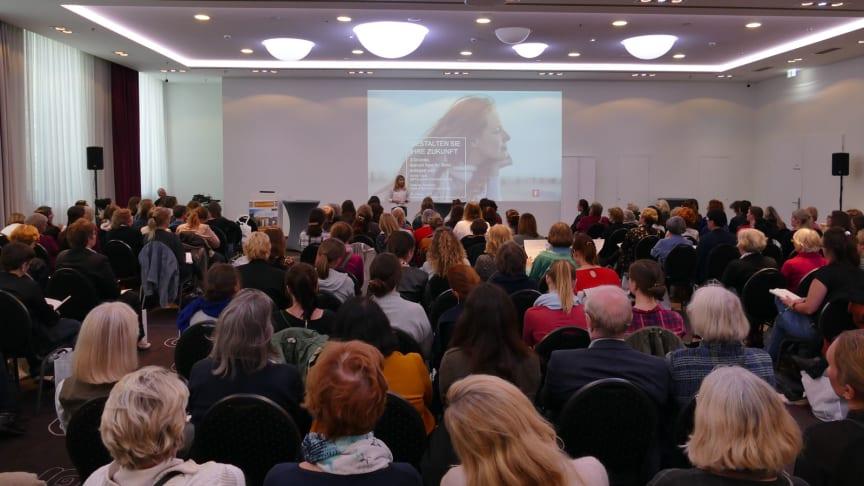 Geldanlage ist keine reine Männersache! - Infos und Zeit für Fragen und Gespräche beim Frauen Finanz Forum