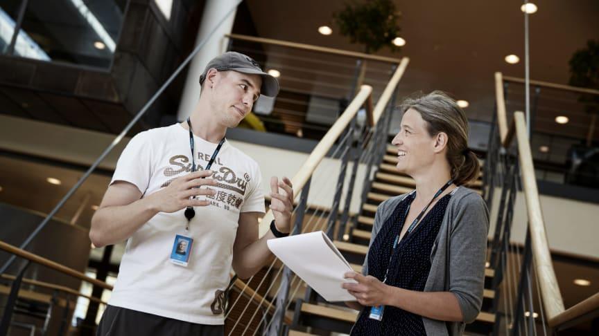 To af Systematics Data Science specialister: Peter Hinge, specialist i maskinlæring og Maiken Gustafsson, ph.d. i astrofysik. Foto: Kåre Viemose