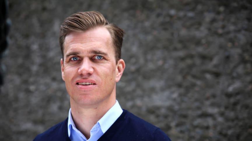 Steffen H. Greff, direktør i SiO Mat og Drikke åpner ny KUTT Gourmet på Høysskolen i Oslo og Akershus. (Foto: Unni Irmelin Kvam / SiO).