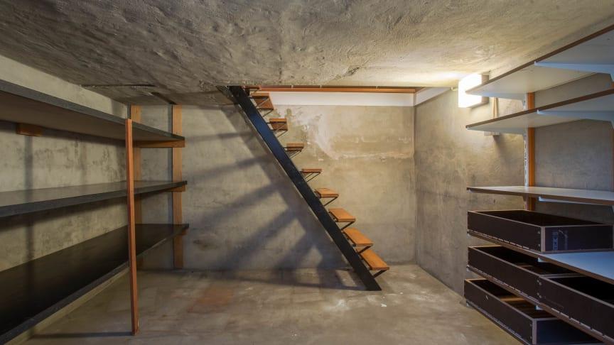 På grund av markkontakten är källare den vanligaste platsen för inläckage av radongas.