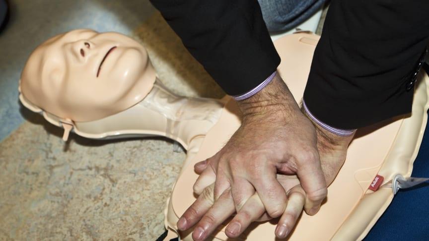 Överlevnaden har ökat sedan HLR (hjärt-lungräddning) med enbart bröstkompressioner vid plötsligt hjärtstopp införts i de europeiska riktlinjerna.
