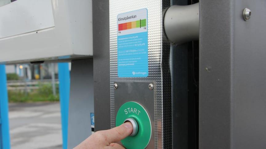 Miljödeklaration på en av Kraftringens biogasmackar i Lund. Foto: Alfred Andersson/Gröna Bilister