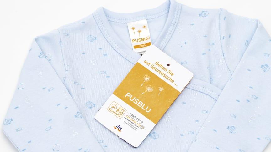 Body für Babys der dm-Marke PUSBLU: Er besteht aus 100 Prozent Bio-Baumwolle.