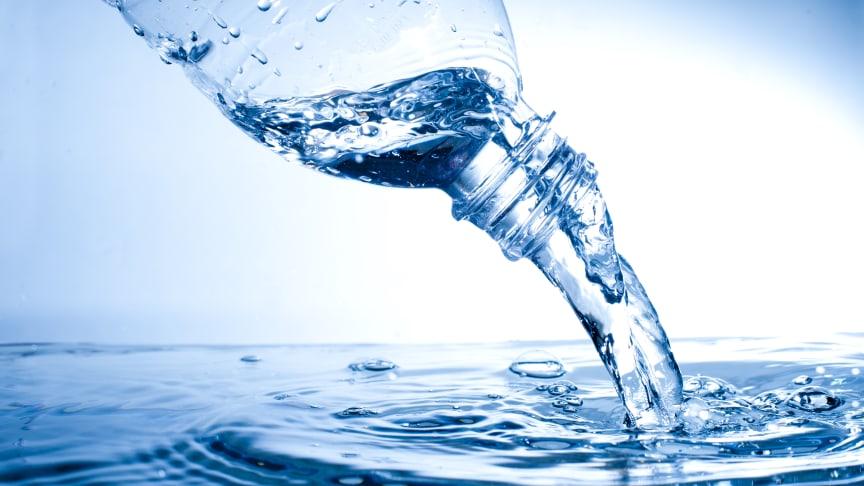 Konsekvensen af flaskevandsforbruget i Danmark er, at 560 millioner liter vand er skrevet på den forkerte side i miljøregnskabet.