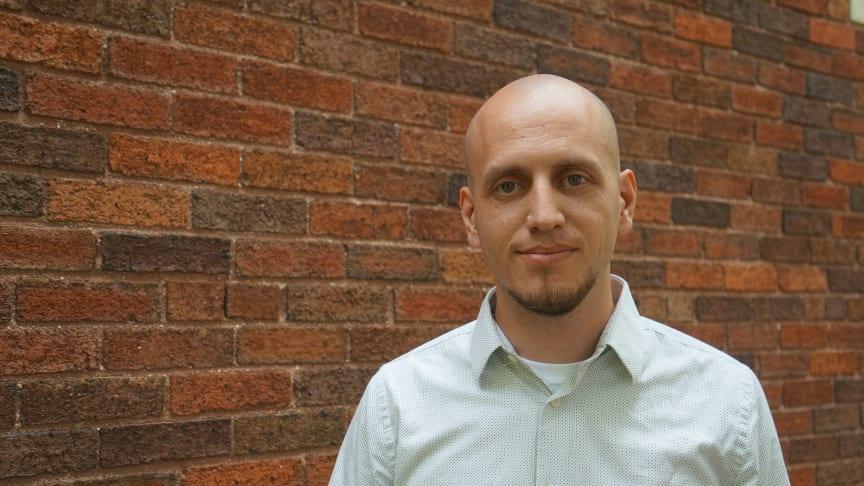 Maurice Lamb, lektor i informationsteknologi på Högskolan i Skövde, har flyttat till Skövde från Ohio för att lära svenskar om robotik.