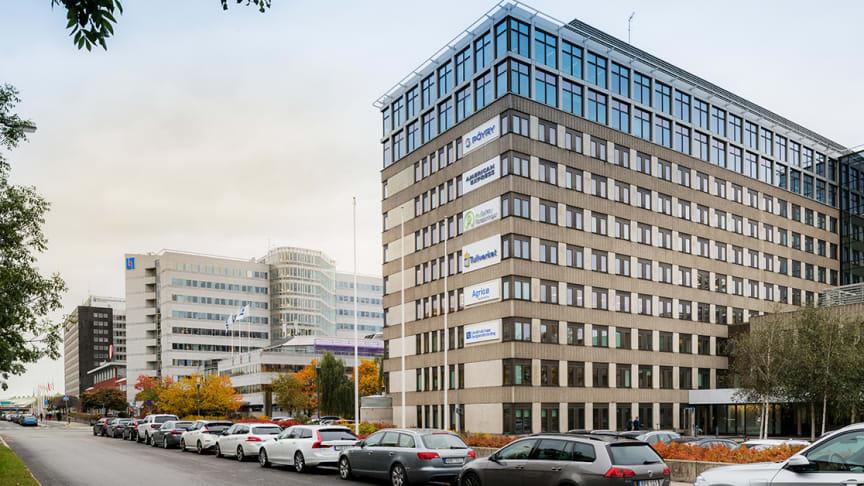 Humlegården har slutfört förvärvet av två fastigheter från Länsförsäkringar AB  och Länsförsäkringar Sak