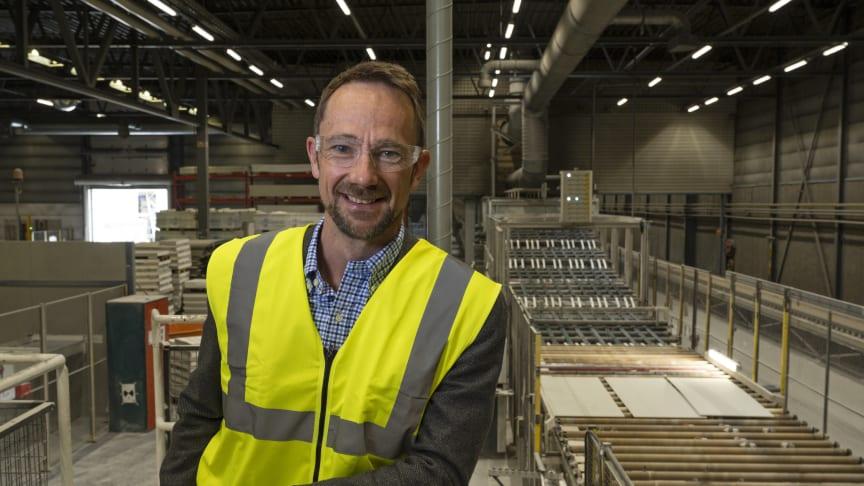 -  Med verdens første CO2-frie gipsplatefabrikk revolusjonerer vi klimaregnestykket til gipsplatene, sier administrerende direktør Lars Gaustad i Saint-Gobain Byggevarer AS.