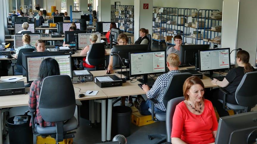 Scannen, Datenextraktion und Validierung von Rechnungen beim Hamburger Scandienstleister MicroData_Foto MicroData
