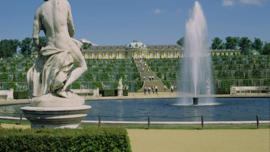 Potsdam: Schloss Sanssouci, Terrassenanlage und Fontäne © Stiftung Preussische Schlösser und Gärten Berlin - Brandenburg F: Handrick, Roland