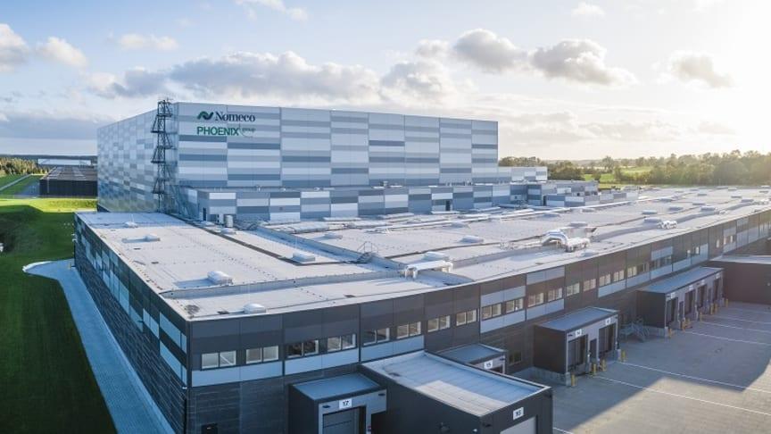 Logistiikkakeskus on kolmen jalkapallokentän kokoinen ja täysin automatisoitu.