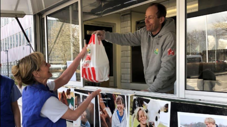 Matlådor och mellis till Stockholms akutpersonal