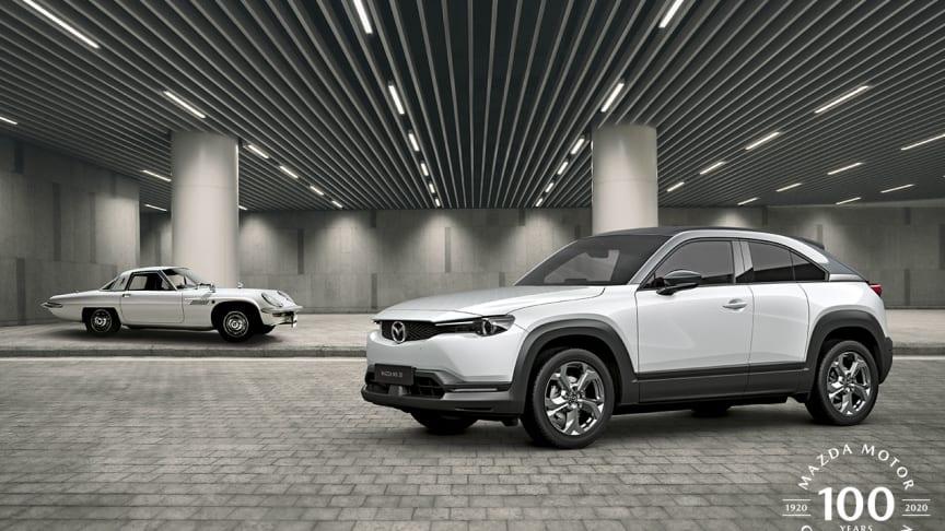 Wankeldrivna Mazda Cosmo Sport och elbilen Mazda MX-30.
