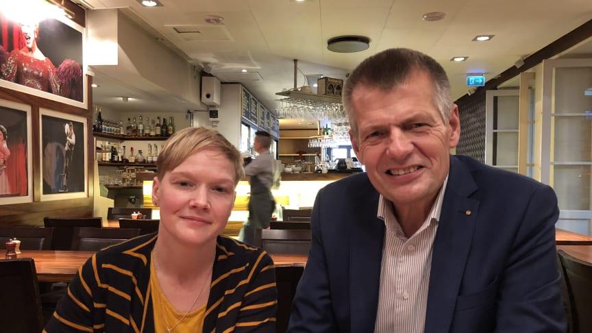 Theres Sysimetsä, projektledare för Backa, och Matz Nilsson, förbundsordförande Sveriges Skolledarförbund förbereder höstens skolturné. Foto Lena Linnerborg.