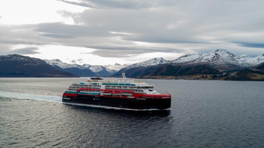 MS Roald Amundsen på prøveturer utenfor Kleven Verft på Sunnmøre. Foto: UAVPIC.COM/Tor Erik Kvalsvik/Kleven/Hurtigruten