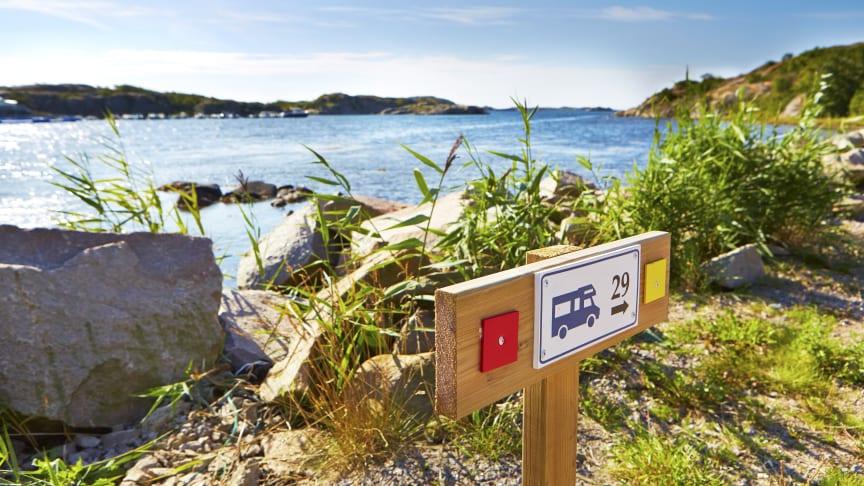 Mange svenske campingplasser har en fantastisk beliggenhet ved havet. Foto: Anna Hult