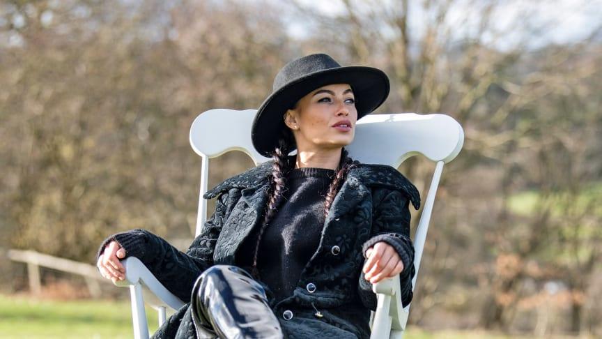 Den engelska sångerskan och låtskrivaren Scarlett Quinn.